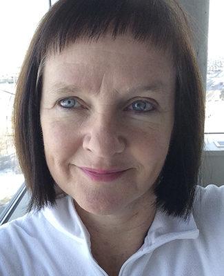 Headshot of Caroline Alexander